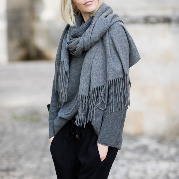 Balmuir Highland Grey Cashmere Scarf 6