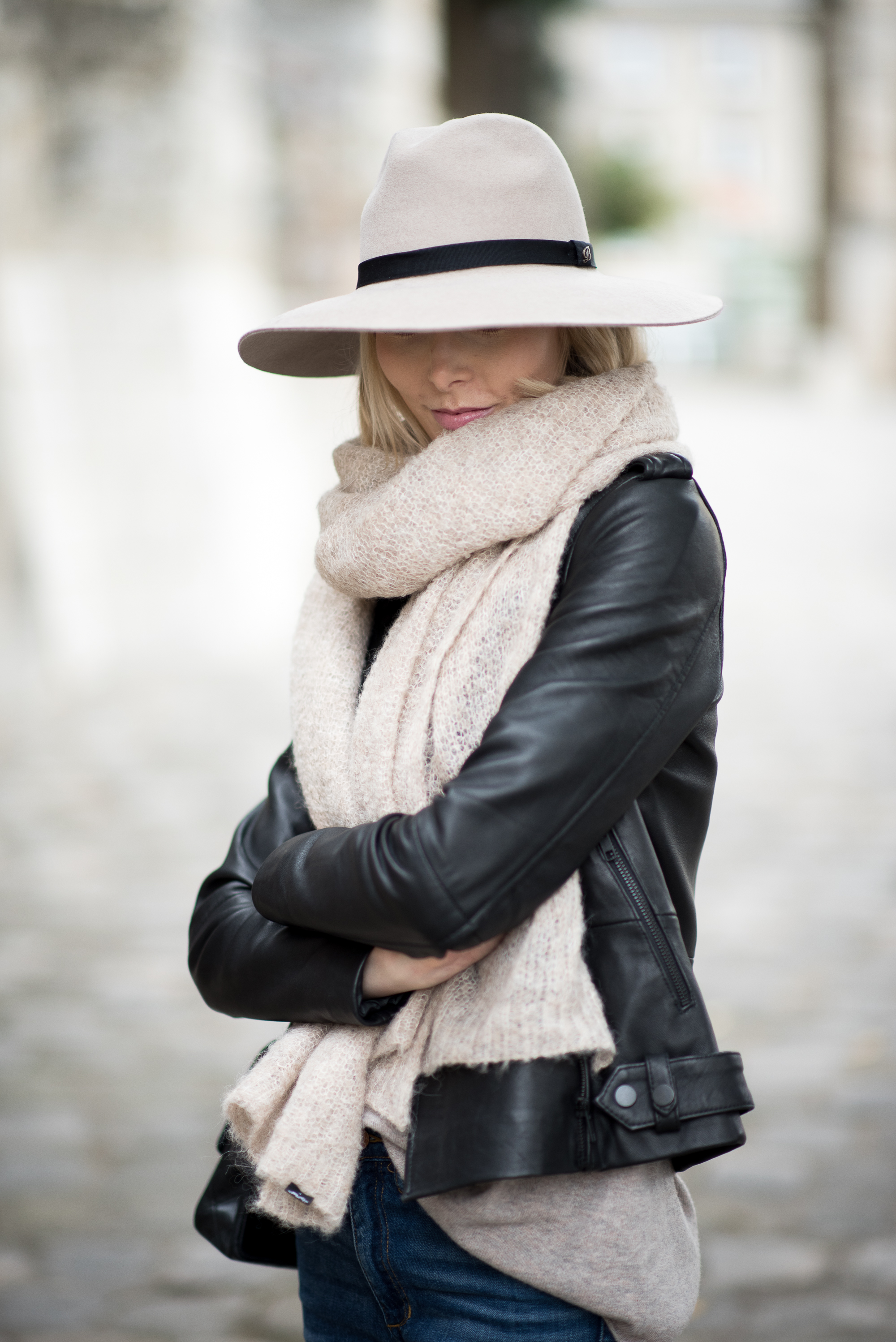 leather-jacket-and-felt-hat-11