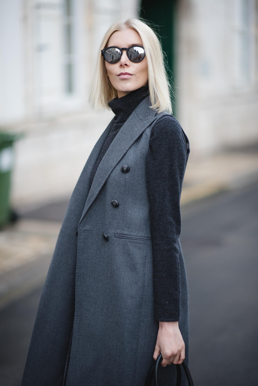 grey-vest-outfit-style-plaza-11