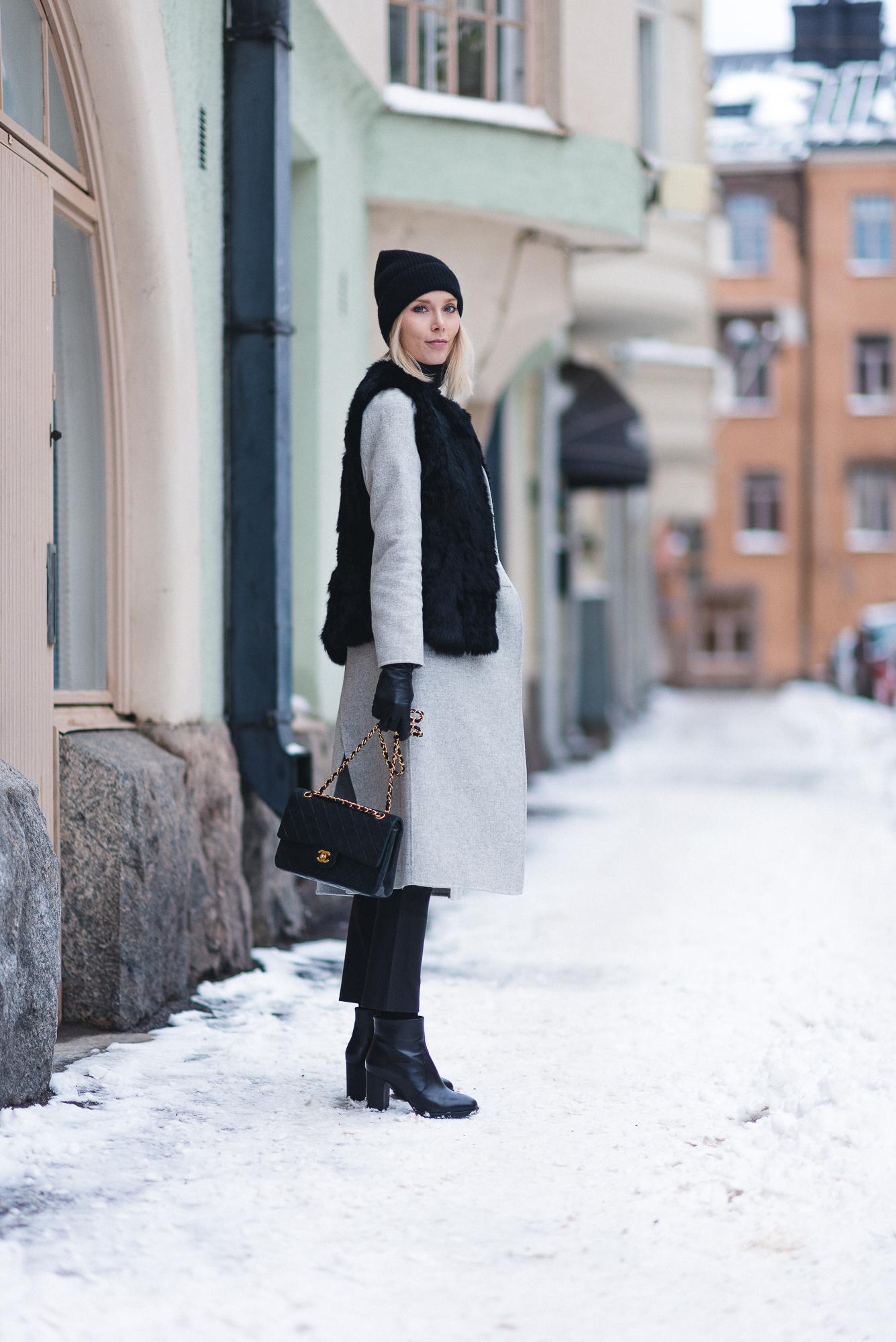 anna-sofia-helsinki-snow-chanel-bag-black-beanie-2