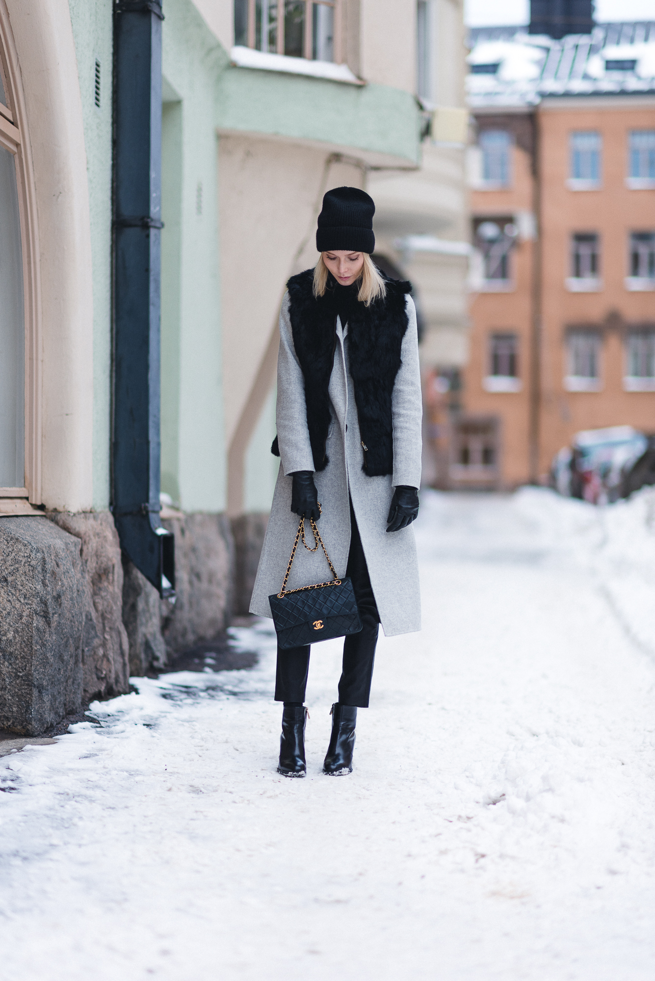 anna-sofia-helsinki-snow-chanel-bag-black-beanie-3