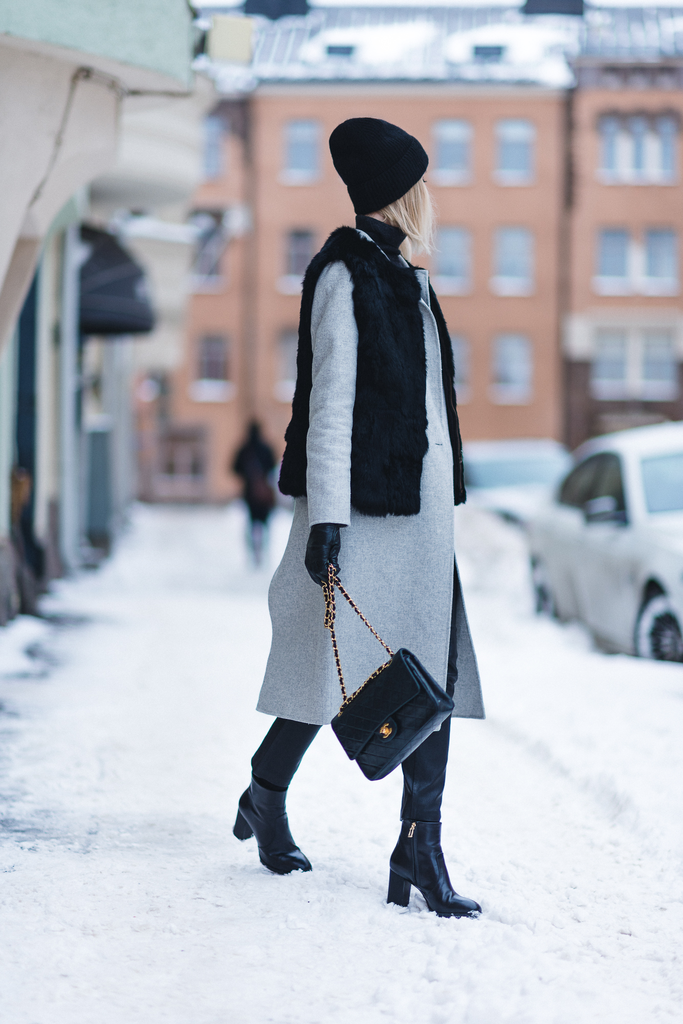 anna-sofia-helsinki-snow-chanel-bag-black-beanie-6