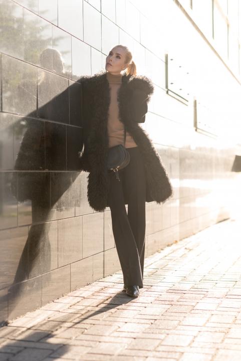 Anna Sofia Style Plaza Fur Coat Black Wall Street Style 12