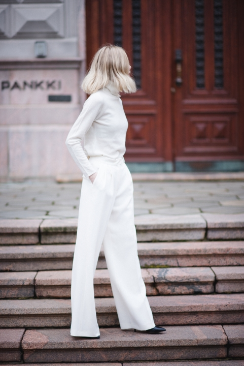 All White Style Plaza 16